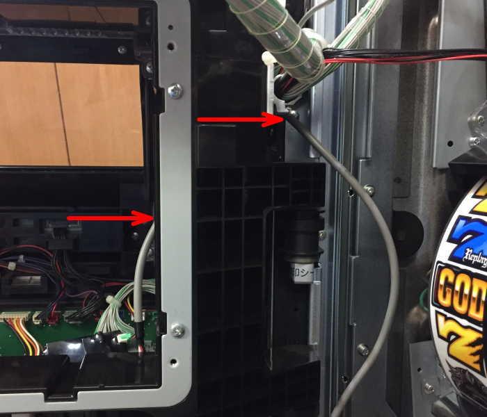 コイン不要機取り付け配線を機械から出す